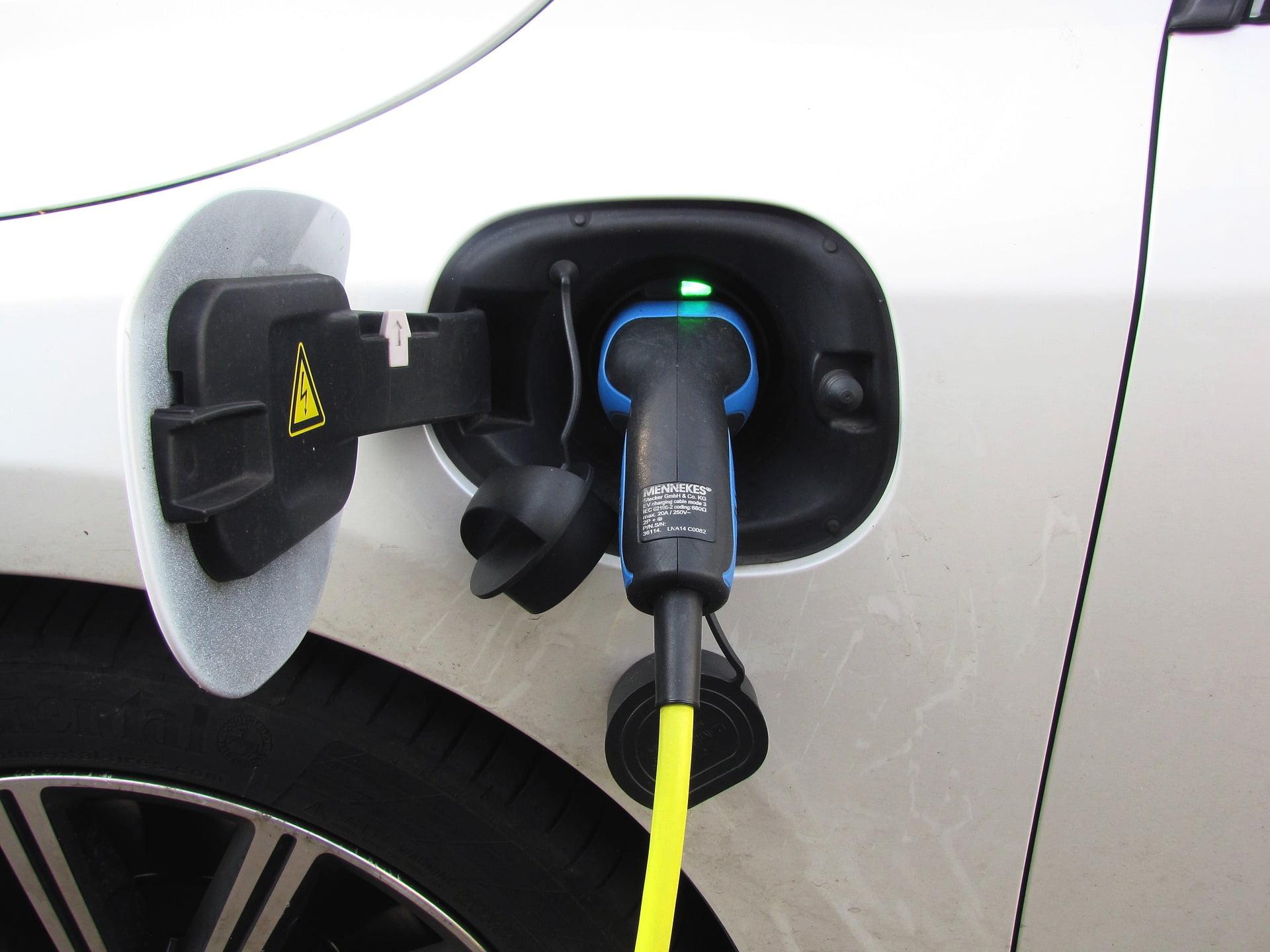 De ce stațiile de încărcare pentru mașini electrice vor deveni o investiție excelentă