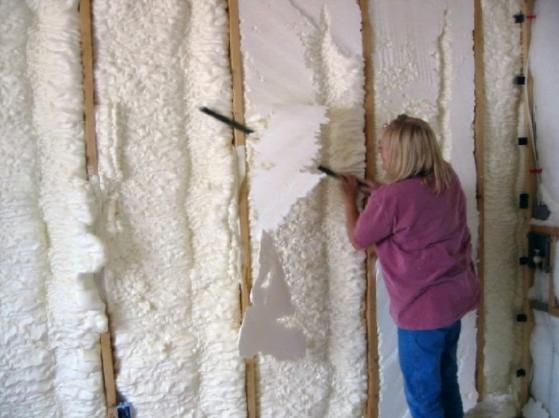 Cum funcționează  spuma poliuretanică – un material izolator optim pentru casa ta!